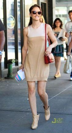 Leighton Meester on the Set of Gossip Girl August 31, 2010   Star Style 96d9cb880e