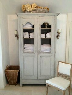 FURNITURE :: Gorgeous armoire for bathroom & towel storage