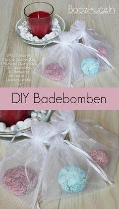 DIY bath bombs - bath balls with: 240 g baking soda / baking soda (as used in baking) 2 drops Diy Cosmetic, Food Coloring, Bath Bombs, Baking Soda, Cake Pops, Kids, Crafts, Inspiration, Lush