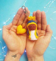 Rio, Crochet Earrings, Bath Linens, Crochet Dolls, Made By Hands, Gifts, Amigurumi Patterns, Creative Crafts, Miniatures