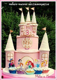 Für meine Prinzessin zum Geburtstag   Prinzessinnen-Schloß-Torte / Disney Prinzessinnen / Cupcakes /  Princess Castle Cake pink white gold