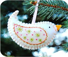 Birdie Ornaments DIY ........ http://projectsforyournest.blogspot.com/2010/10/birdie-ornaments.html#