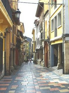 Calle Bances Candamo desde la Plaza del Carbayo.