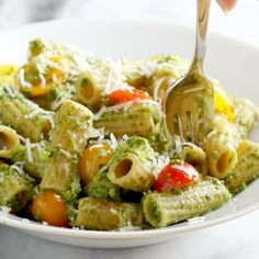 This Healthy Baked Pesto Rigatoni is tossed wit. This Healthy Baked Pesto Rigatoni is tossed with heirloom tomatoes and a saucy spinach pesto that will knock your socks off. Healthy Pesto, Healthy Meal Prep, Healthy Baking, Healthy Dinner Recipes, Healthy Snacks, Healthy Tasty Food, Healthy Vegetarian Recipes, Healthy Dinner For One, Healthy Blender Recipes