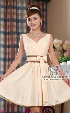 bayan kısa abiye elbise belinde kemerli,abiye elbise,kısa abiyeler,mezuniyet elbiseleri,nişan abiyeleri