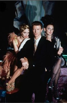 David Bowie, Rosanna Arquette and Marlee Matlin on the set of The Linguini Incident, Los Angeles, 1990 © Nancy Ellison Music Film, Art Music, David Bowie, The Linguini Incident, Marlee Matlin, Snl Skits, The Nobodies, Bowie Starman, Station To Station