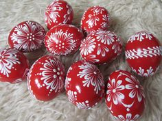 Christmas Bulbs, Christmas Decorations, Holiday Decor, Egg Decorating, Gourds, Easter Eggs, Knitting Patterns, Carving, Create