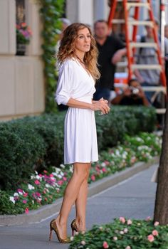 Sarah Jessica Parker in Sex and The City 2. Love her outfits~