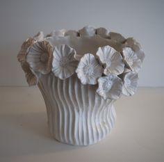 vase blanc en céramique réalisé par Patricia Dindinaud