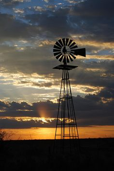 West Texas Windmill - Between Seminole and Andrews, Texas Beautiful! Renewable Energy, Solar Energy, Old Windmills, West Texas, West Virginia, Thing 1, Le Far West, Water Tower, Old Barns