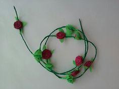 Ghirlanda de trandafiri -bordo Crochet Necklace, Wreaths, Jewelry, Decor, Decoration, Jewlery, Decorating, Crochet Collar, Door Wreaths