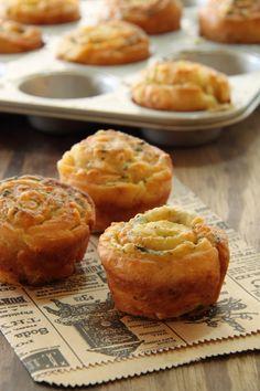 Garlic and Parmesan Rolls (in Hebrew)