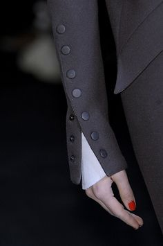Karl Lagerfeld at Paris Fashion Week Fall 2010 Lagerfeld 2010 – Details Style (Visited 1 times, 1 visits today) Couture Details, Fashion Details, Look Fashion, Teen Fashion, Fashion Beauty, Womens Fashion, Fashion Design, Fashion Trends, Fall Fashion