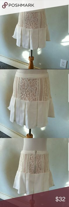 White lace detailed skirt White skirt with lace detail and a Baige lining 96% cotton 4% spandex Chupchick Skirts Mini