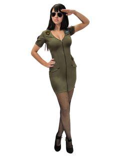 Top Gun Pilotin Damenkostüm khaki, aus unserer Kategorie Film- & Promikostüme. Eine tapfere Pilotin, der im Kampfjet niemand etwas vormacht! Kein feindliches Flugzeug kann ihren Raketen entkommen - denn die Top Gun Pilotin verliert ihr Ziel nie aus den Augen! Ein heißes Kostüm für Fasching und Mottopartys. #Karnevalskostüm