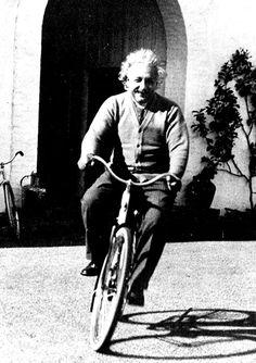 Em maio de 1949, o físico alemão radicado nos EUA Albert Einstein (1879-1955) resolveu escrever um artigo defendendo o socialismo na revista de esquerda norte-americana Monthly Review, que acabava de ser lançada. Nele, Einstein diz por que advoga uma visão socialista do mundo. Quanta atualidade no que ele diz! Este é o texto que inspirou …