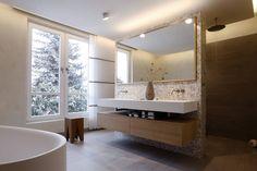 Finde moderne Badezimmer Designs in Weiß: Lichtdurchfluteter Raum. Entdecke die schönsten Bilder zur Inspiration für die Gestaltung deines Traumhauses.