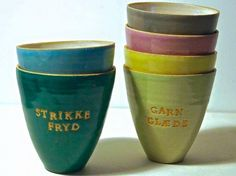 Strikke/hækle Kop med forvalgt tekst   Bruuns Keramik