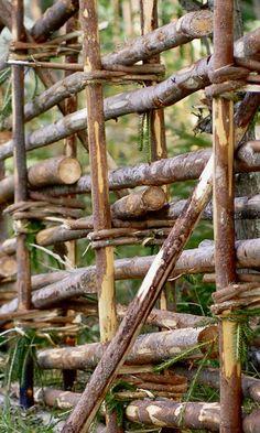 Rakenna riukuaita | Meillä kotona Dream Garden, Fence, Wood, Crafts, Design, Farms, Homesteading, Sweden, Garden Ideas