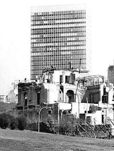 Demolición del palacio Ortiz Basualdo en Maipú y Arenales. 1972. Foto de S. Makarius. Willis Tower, Multi Story Building, Travel, Cities, Pictures, Viajes, Destinations, Traveling, Trips
