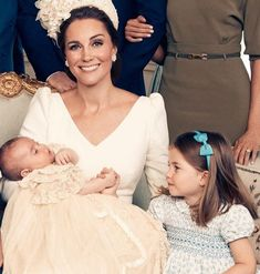Awww beautiful princess Charlotte looking at her new baby brother beautiful princess Kate William Kate, Prince William And Catherine, William Windsor, Prince George Alexander Louis, Duke And Duchess, Duchess Of Cambridge, Kate And Meghan, Kate Middleton Prince William, Royal Babies