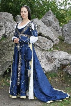 Burgundian dress: I'd like to see if I cam weave the detail ribbons on this dress
