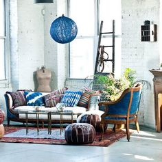 Photo Azul Indigo, Bleu Indigo, Bohemian Living Rooms, Interior Design Boards, Home And Deco, Eclectic Decor, Pattern Mixing, Beautiful Space, Wabi Sabi