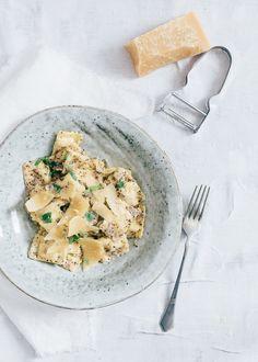 Deze ravioli met truffelsaus is met recht een Fresh & Easy receptje. Dit staat binnen 15 minuten op tafel. En het is niet duur vanwege de truffelsalsa.