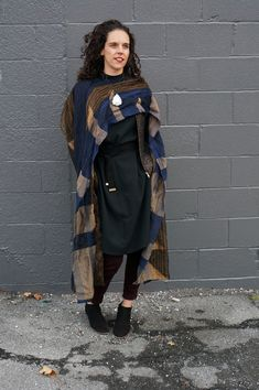 winter style: how to wear a necklace with a scarf Modest Fashion, 90s Fashion, Korean Fashion, Vintage Fashion, Cozy Winter Fashion, Autumn Fashion, Stay Warm, Warm And Cozy, Textile Artists