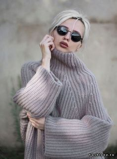 ribbed or brioche turtleneck knit sweater Knitwear Fashion, Knit Fashion, Sweater Fashion, Handgestrickte Pullover, Knit Patterns, Sweater Weather, Pulls, Casual Chic, Winter Outfits