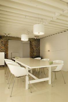 ROBAN in white #pendantlight #kitchen #dinnertable #TAL