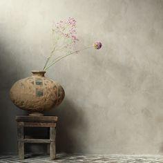 Wabi Sabi, Apartment Interior Design, Interior Design Living Room, Interior Styling, Flowery Wallpaper, Painting Wallpaper, Natural Home Decor, Creative Walls, Room Colors
