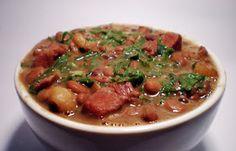 1/2 kg de feijão cozido   400 gramas de linguiça calabresa   1 colher de sopa de azeite de oliva   Sal   2 batatas sem casca cozid...