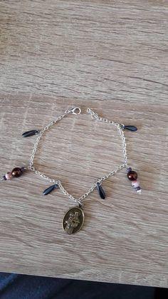 Hey, j'ai trouvé ce super article sur Etsy, chez https://www.etsy.com/fr/listing/610518536/bracelet-fantaisie-breloque-medaille