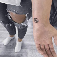 Cancer Zodiac symbol tattoo on the wrist. Jj Tattoos, Cancer Sign Tattoos, Horoscope Tattoos, Irish Tattoos, Tattoo Signs, Zodiac Tattoos, Mini Tattoos, Cute Tattoos, Small Tattoos