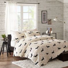 This eye-catching set provides style and luxury. The 200 thread count cotton provides a soft night's sleep, while the unique Daschund pattern fits into any shabby chic decor, and the decorative pillow