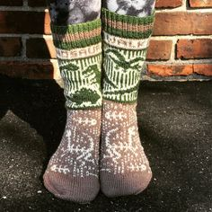 Ravelry: kellifer's Walking On Dinosaurs Walk On, Dinosaurs, Knitting Socks, Ravelry, Needlework, Knit Crochet, Otter, Knits, Sticks