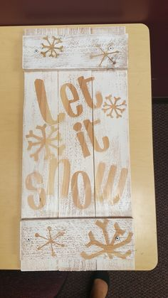 Pallet painted with Let it Snow