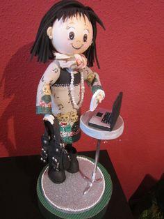 fofucha totalmente personalizada. Hecha en goma eva y totalmente pintada a mano. elenamartinlopez.blogspot.com