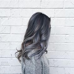 Razones por las que deberías teñirte el cabello de color gris