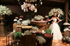 A decoração rústica continua em alta em 2013.   Como vocês sabem, se casar nos dias de hoje sai muito caro,mas nesse tipo de decoração dá ...