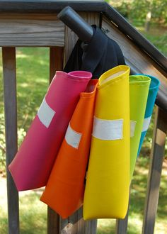 the quivers. Dad's design: Remember that Dad is a sports archery coach, not Robin Hood. Sports quivers are n. Sewing For Kids, Diy For Kids, Robin Hood Kostüm, Archery Party, Sewing Crafts, Sewing Projects, Bois Diy, Traditional Archery, How To Make Bows