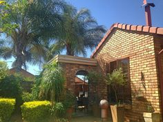 Stunning town house. Price reduced from R1,450mil to R1,390mil. Positioned to sell fast. Act quickly, buy now & smile later