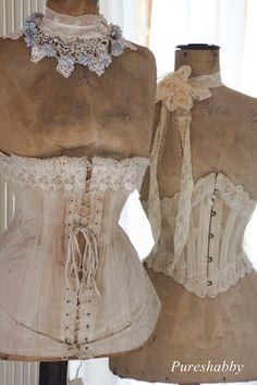 vintage corsets on dress forms Love Vintage, Vintage Mode, Vintage Shabby Chic, Vintage Beauty, Vintage Corset, Vintage Mannequin, Vintage Lingerie, Vintage Outfits, Vintage Dresses