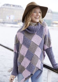 Knit a fabulous poncho-pullover in entrelac for a bold and cheerful style statement. Shrug Knitting Pattern, Easy Knitting Patterns, Winter Chic, Crochet Woman, Knit Crochet, Poncho Pullover, Knitting For Beginners, Crochet Designs, Knitting Sweaters