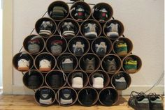 Aposte em sapateiras inusitadas para organizar os calçados.
