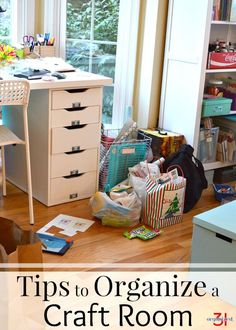 Simple tips to organize a craft room. Keeping a craft room organized gives you space to be creative and makes it easy to find your craft supplies. Sewing Room Organization, Craft Room Storage, Home Organization Hacks, Organizing Your Home, Craft Rooms, Organizing Ideas, Scrapbook Organization, Storage Hacks, Lifehacks