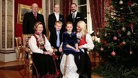 December 19, 2013  Norwegian Christmas pictures The Norwegian Royal Family posed today for a photo session at the Royal Palace.