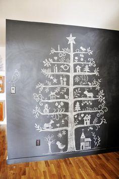 Alternatieve kerstbomen voor aan de muur. 5 inspiratie tips. Bijvoorbeeld deze krijtbord kerstboom