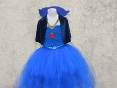 Evie Dress - Descendants Evie Dress - Evie Dress with Capelet - Evie Costume - Evie Descendants Costume - Royal Blue Costume - New Year Trends Blue Costumes, Diy Costumes, Evie Costume, Costume Dress, Evie Descendants, Descendants Characters, Snow White Outfits, Girls Vanity, Family Halloween Costumes